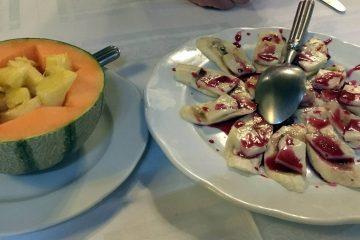 Melon con vino y queso con platano